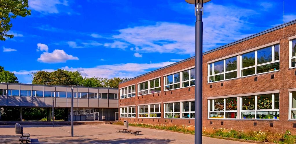 Die Schule vom Schulhof